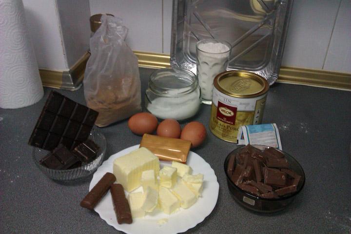 Receta: Tarta de chocolate cubierta de trufa y chocolatina 4