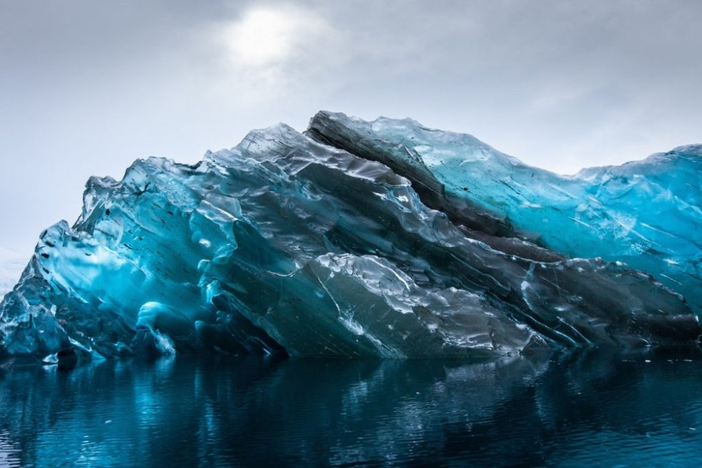 Impresionantes imágenes del iceberg que se dió la vuelta 3