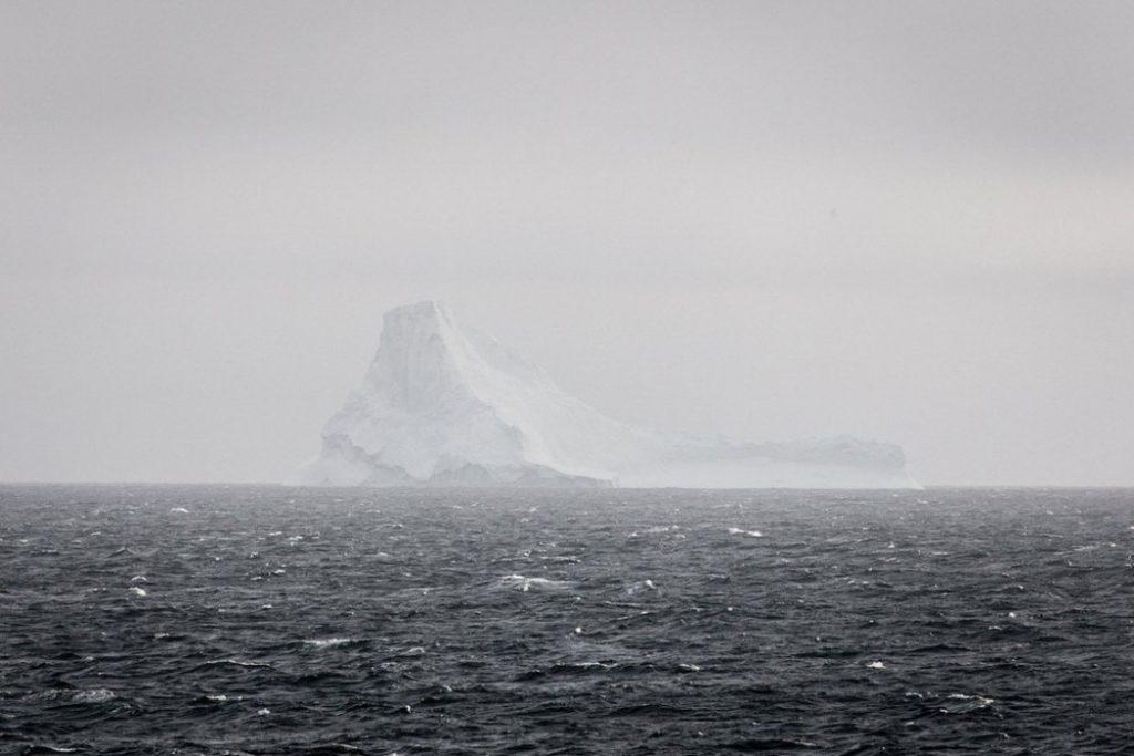 Impresionantes imágenes del iceberg que se dió la vuelta 5